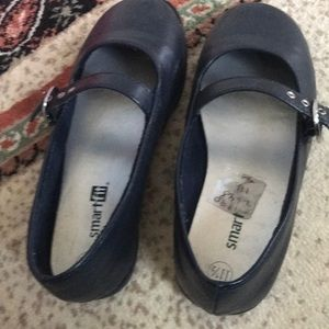 Navy girls Mary Jane shoes